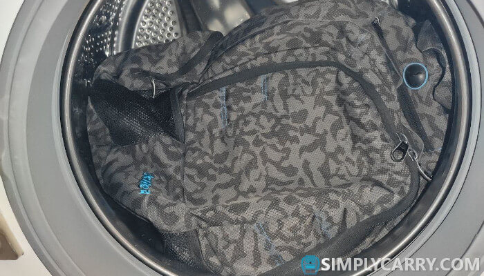 can you wash a backpack in the washing machine: rules