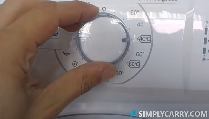 Washing your backpack in a washing machine at the correct temperature